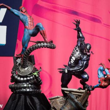 Spider-Man Premium Format Figure and Venom vs Spider-Man Diorama