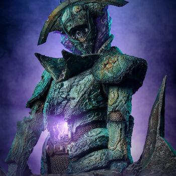 Oathbreaker Strÿfe Fallen Mortis Knight Premium Format Figure upper body shot with light breaking through hallow stomach