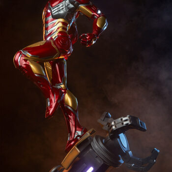 Left full side of exclusive Iron Man Third Scale Statue with smoky background