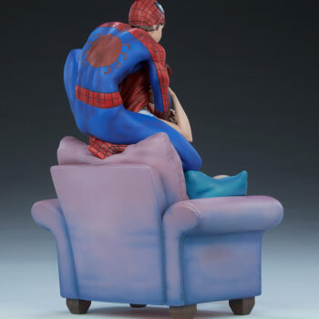 full back right quarter side of Spider-Man and Mary Jane Maquette