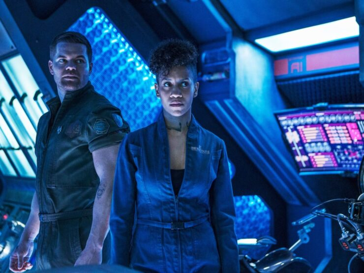 The Expanse- Naomi and Wes in Ship Control