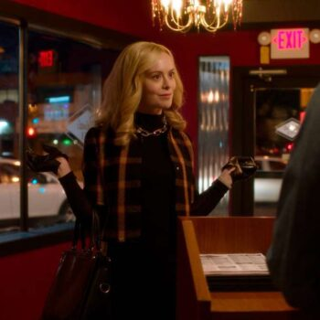 Young Cat Grant in Supergirl in a scarf