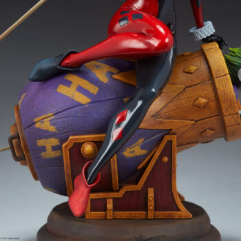 Close up on right side of Harley Quinn and The Joker Diorama