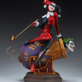 Full right side view of Harley Quinn and The Joker Diorama