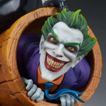 close up on The Joker's face in Harley Quinn and The Joker Diorama