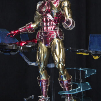 Iron Man Deluxe Sixth Scale Figure