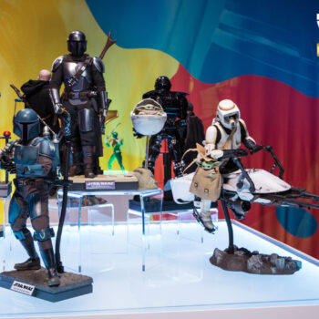 Star Wars The Mandalorian Display with Death Watch Mandalorian, Bo-Katan Kryze, Scout Trooper and Speeder Bike, and The Mandalorian and The Child Deluxe Sixth Scale Figures