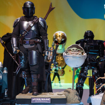 The Mandalorian and the Child (Deluxe) Collectible Set