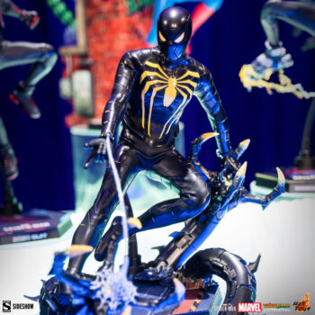 Spider-Man Anti-Ock Suit Sixth Scale by Hot Toys with Deluxe Base