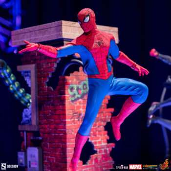Spider-Man Classic Suit Sixth Scale by Hot Toys