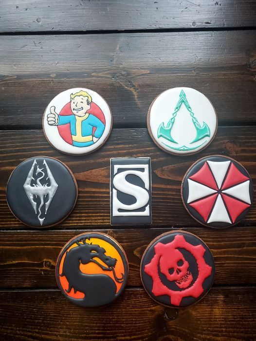 6 round video game franchise themed/decorated cookies surround a rectangular Sideshow S logo cookie