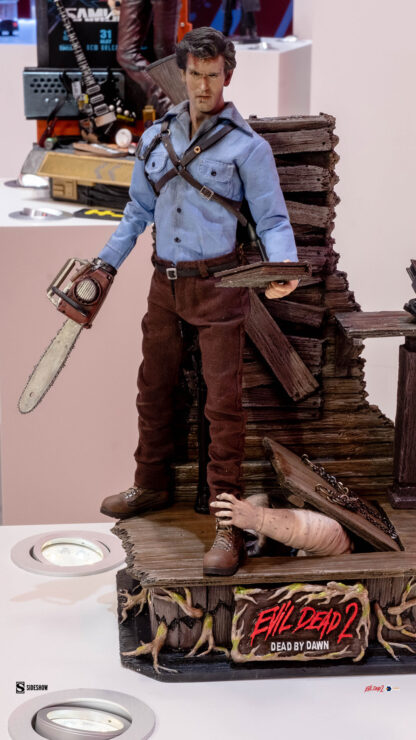 Ash-Williams-Evil-Dead-II-Asmus-Collectible-Toys-Sideshow-Sideshowcon-1