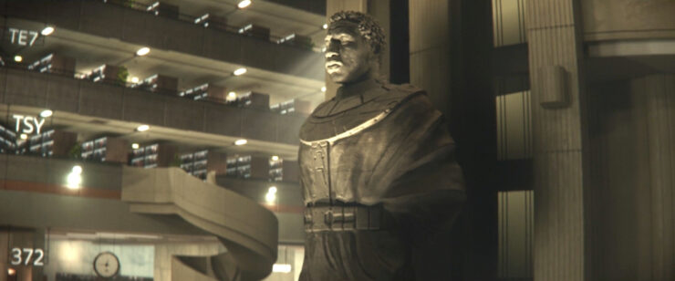 As the timelines diverge and converge, a statue of He Who Remains (or possibly Kang the Conqueror) appears at the TVA