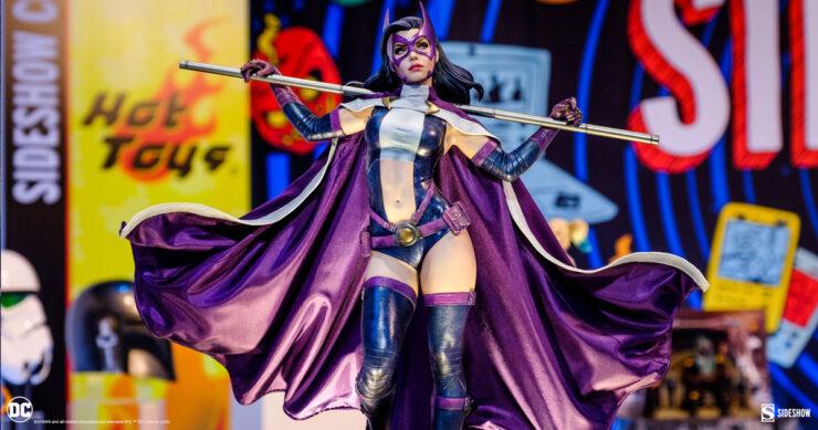 DC Comics Huntress Premium Format Figure by Sideshow