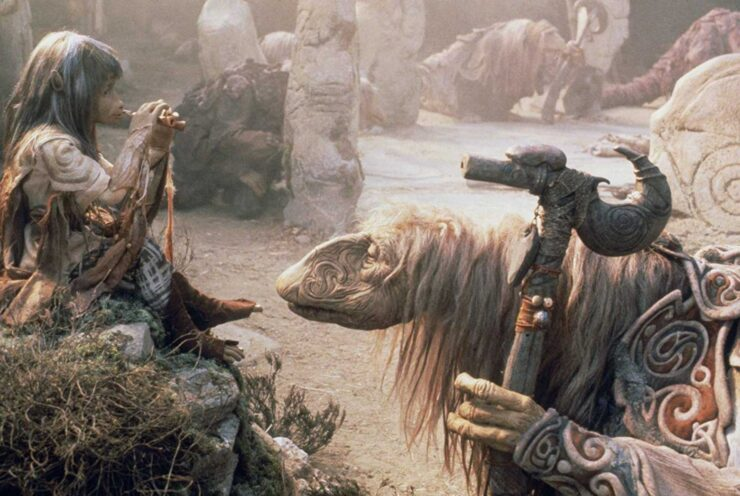 Jen and the Mystics converse in The Dark Crystal